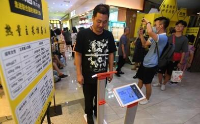 Čínska reštaurácia vážila zákazníkov, aby im odporučila, koľko jedla si majú objednať. Schytala za to vlnu kritiky