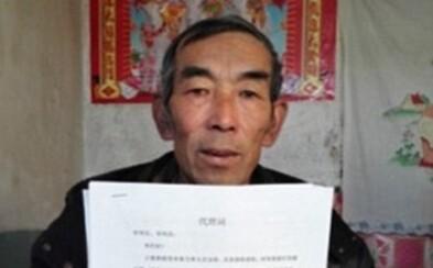 Čínský farmář studoval 16 let právo, aby podal žalobu na chemickou továrnu. Po dlouhém čase mu svitla naděje na úspěch