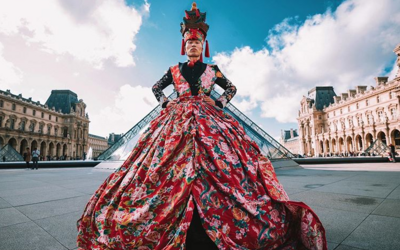 Čínsky umelec premieňa odpadky na módu, chce upozorniť na klimatickú krízu: Ochrana životného prostredia je úlohou každého z nás