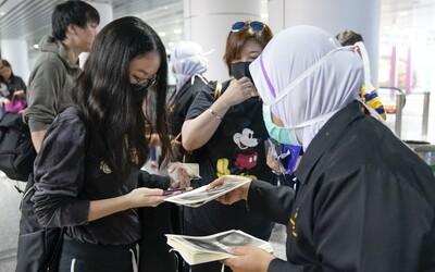 Čínsky vírus sa blíži k Slovensku, na letisku vo Viedni preverujú prvý prípad. Počet obetí stúpol na 56