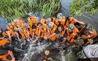 Čínští vojáci vlastními těly zastavovali protékající přehradu. Zachránili tisíce lidí a půdu před povodněmi