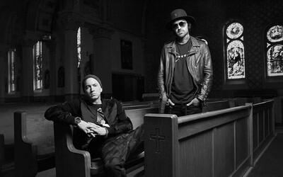 Cintorín či kostol. Aj tam sa vo videu na Best Friend Yelawolf a Eminem zamýšľajú nad tým, v čo veria