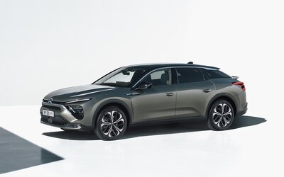 Citroën má novou vlajkovou loď. C5 X má svébytný design a výhradně benzinové a plug-in hybridní motory
