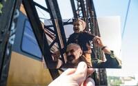 Cizinec nafotil proslulé lokace z filmů natáčených v Praze. Nabízí jiný pohled na známé ulice české metropole
