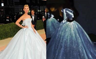 Claire Danes letos vyhrála top outfit z plesu Met Gala na plné čáře. Ukázala se totiž v zářících šatech