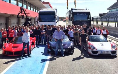 Clarkson, Hammond a May chystajú návrat vo veľkom štýle. Tešte sa na porovnanie LaFerrari, P1 a 918 Spyder!
