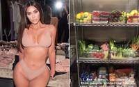 Co má Kim Kardashian v lednici? Modelka zveřejnila video po urážkách, že své rodině nedává jíst