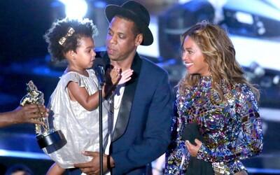Čo mali oblečené celebrity na MTV VMA 2014?