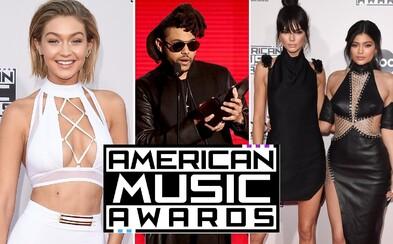 Čo mali oblečené celebrity na udeľovaní American Music Awards a kto si odniesol najviac cien?