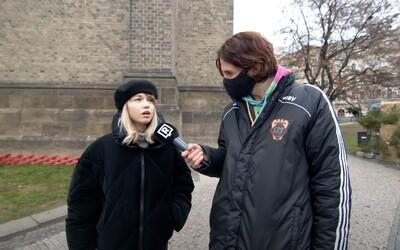 Co nosí mladí Češi? A jaké trendy se jim líbí? Zeptali jsme se jich v pražských ulicích (Anketa)