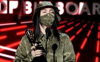 Co oblékly celebrity na Billboard Music Awards 2020? Lizzo svým outfitem vyzvala k volbám, Billie Eilish se zahalila do Gucci