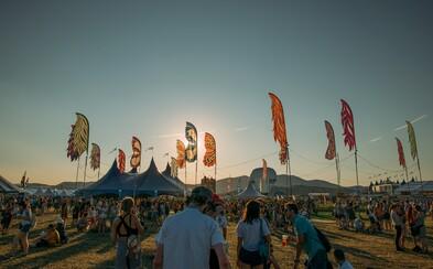 Čo ponúknu európske hudobné festivaly toto leto? Dočkáme sa Arctic Monkeys, Lany del Rey, Gorillaz či Kendricka Lamara!