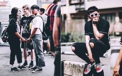 Co si oblékli módní nadšenci, kteří šli před Footshop bojovat o možnost koupě nových Yeezy? Podívej se na náš fotoreport