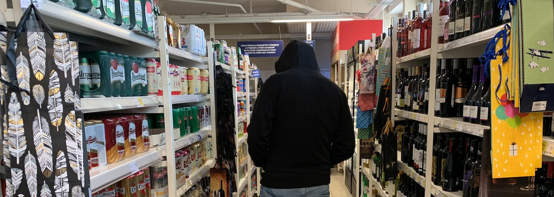 Čo Slováci kradnú v obchodoch a aké triky používajú? Supermarketov sme sa spýtali, či vieme produkty poľahky vyniesť z predajní