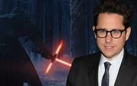Čo všetko prezradil režisér J. J. Abrams o záhadách a vystrihnutých scénach pre The Force Awakens?
