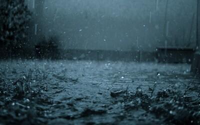 Co způsobuje specifickou vůni vzduchu po dešti? V některých případech vás dokážou padající kapky i zabít