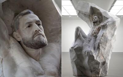 Conor McGregor dostal na 30. narodeniny mramorovú sochu s vlastnou podobizňou za takmer 60-tisíc eur. Práca na nej trvala 5 mesiacov