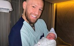 Conor McGregor sa na Instagrame pochválil fotografiou s novorodeným synom