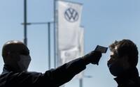 Covid-19 už hlásia aj v bratislavskom Volkswagene. Obmedzí najväčší zamestnávateľ Slovenska výrobu?