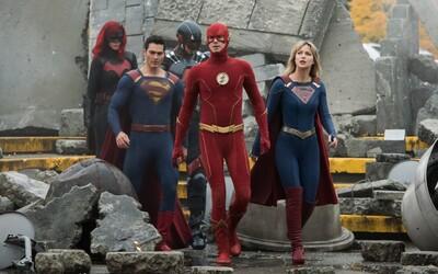 Crisis on Infinite Earths spojuje světy několika superhrdinů v jednom ději. Trailer ukazuje i návrat Supermana