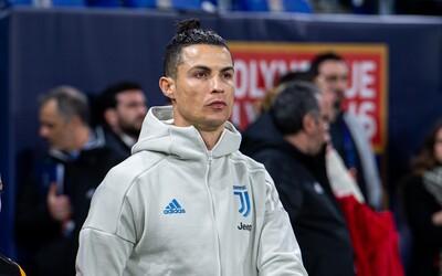 Cristiano Ronaldo a ďalší hráči Juventusu sa vzdali platov v hodnote 90 miliónov eur, aby pomohli klubu