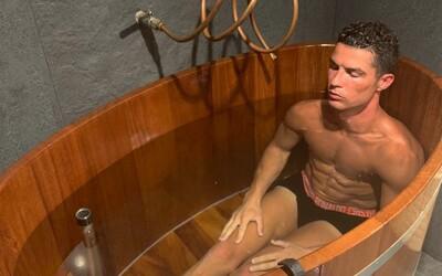 Cristiano Ronaldo je blázen, už nikdy k němu nepůjdu domů, prohlásil Evra. Měli spolu obědvat, ale Portugalec začal trénovat