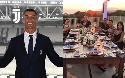 Cristiano Ronaldo nechal spropitné 20 tisíc eur zaměstnancům v řeckém hotelu. Před odjezdem do Itálie nešetřil