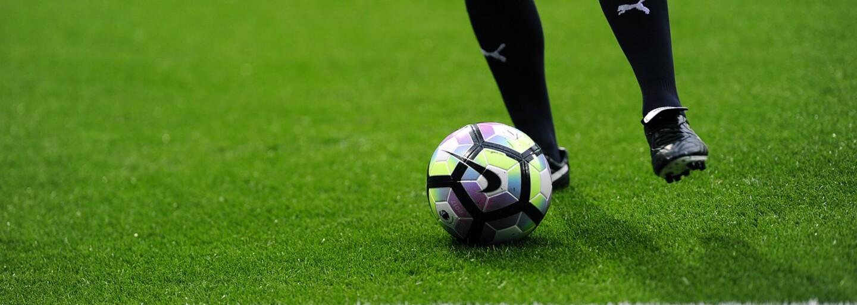 Cristiano Ronaldo nedostal červenou za faul, ale kvůli promyšlené pomstě od UEFA. Konspirační teorie rozesmává internet