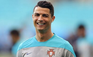 Cristiano Ronaldo přispěl na pomoc Nepálu částkou 7 milionů euro. Žádá fanoušky, aby také pomohli