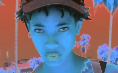Čtrnáctiletá dcera Willa Smithe představila svůj psychydelický videoklip k novému singlu