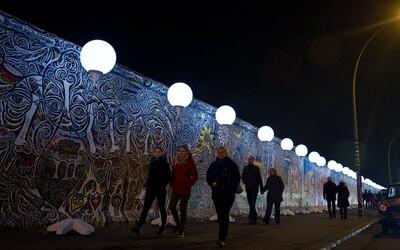 Čtvrtstoletí po převratu - v Berlíně se slavilo světelnou zdí