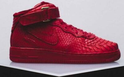Custom červené Air Force 1 od The Shoe Surgeon