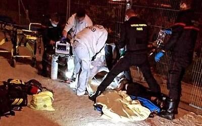 Pod Eiffelovkou pobodali dve moslimky. Vraj na nich ženy s nožom kričali rasistické nadávky a posielali ich späť domov.