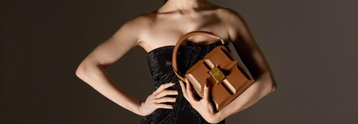 Balmain predstavuje najchutnejšiu kabelku pre sezónu jar/leto 2021, ktorá vyzerá ako tabuľková čokoláda