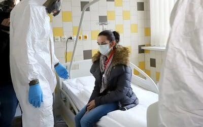 Česko má 323 nových pacientů, nejvíce od začátku dubna. Hospitalizovaných je však daleko méně.