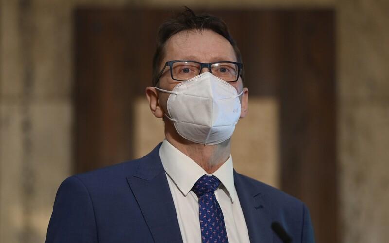 Koalice SPOLU představila odbornou skupinu pro řešení pandemie, povede ji vakcinolog Roman Chlíbek.