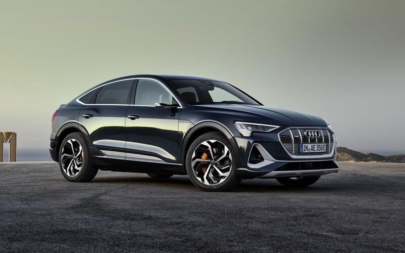 Na svete je ďalší prémiový elektromobil. Elektrický Sportback od Audi má nielen unikátne späťáky, ale aj svetlá.