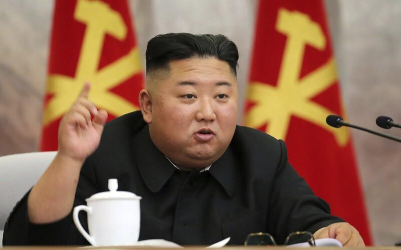Kim Čong-un prohlásil, že zvládnutí pandemie je zářivým úspěchem Severní Koreje. Stále tam prý nemají ani jeden případ.