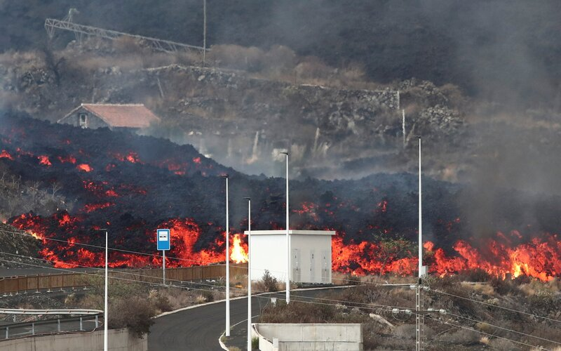 Sopka na Kanárskych ostrovoch si vyžiadala ďalšiu evakuáciu, situácia sa stále neupokojila a ostrov horí.
