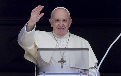 Papež František: Homosexuálním párům by mělo být umožněno uzavírat registrovaná partnerství.