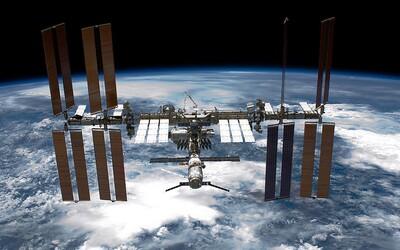 Medzinárodná vesmírna stanica bola nečakane vyklonená z letovej osi. Testovací zážih motorov ruskej lode trval pridlho.