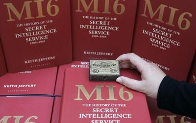 Britská tajná služba MI6 se omluvila za svůj přístup k LGBT lidem. Ti pro ně nemohli pracovat až do roku 1991.