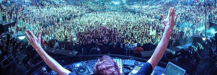 Popel věrného fanouška vystřelil DJ Tiësto na koncertě z kanónu na konfety. Chtěl, aby zažil euforickou masu 70 tisíc lidí