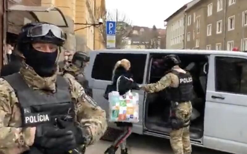 VIDEO: Jankovská bola na slobode len 2 sekundy, po opätovnom zatknutí sa psychicky zrútila, tvrdí advokát.