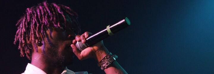 Lil Uzi Vert se během svého koncertu odvázal. Do náručí svých fanoušků skočil z vysokého lešení