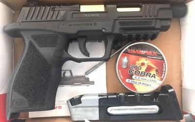 GTA Sečovce: 23-ročný vodič z Trebišova sa nechcel dať predbehnúť. Začal strieľať z pištole.