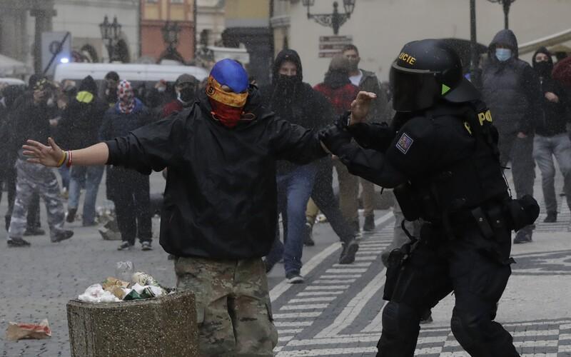 """""""Fotbaloví"""" iniciátoři protestu v Praze: Nejeli jsme dělat výtržnosti, nechali jsme se zbytečně vyprovokovat policií."""
