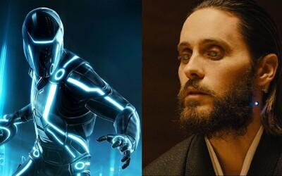 Ďalší film zo sci-fi série TRON s Jaredom Letom je stále na pláne. Kedy sa ho asi približne dočkáme?