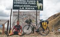 Daniel musel pre zranenia skončiť s profesionálnym futbalom. Namiesto toho prešiel na bicykli 20-tisíc kilometrov