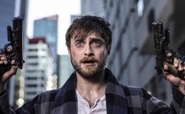 Daniel Radcliffe má zbrane chirurgicky pripevnené na ruky, v gladiátorskej hre bude bojovať o život